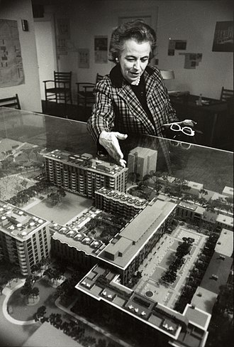 Chloethiel Woodard Smith - Chloethiel Woodard Smith discussing her Harbour Square project, c. 1960