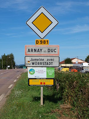 Arnay-le-Duc - Entry to the town