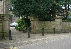 Listed buildings in Sheffield S10 - Image: Ashdell, Gate piers and wall