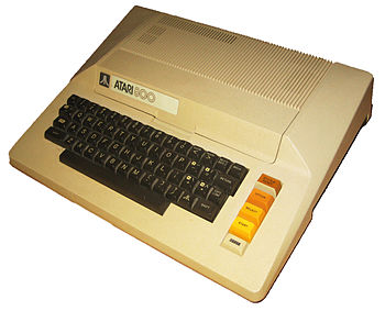 English: The Atari 800 personal computer. Phot...