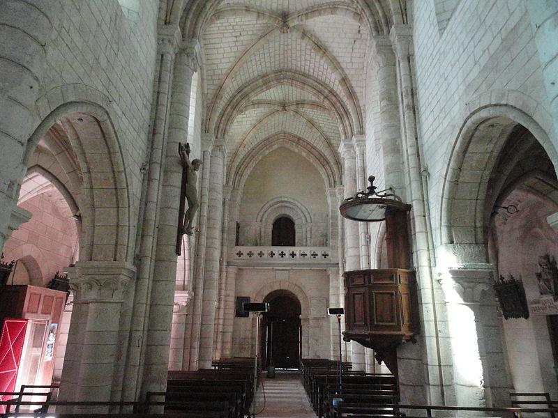 La nef de l'église Saint-Rémi d'Athis depuis le chœur, en regardant vers l'ouest.