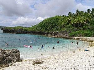 Avatele Beach im Westen der Insel ist einer der wenigen Strände von Niue.