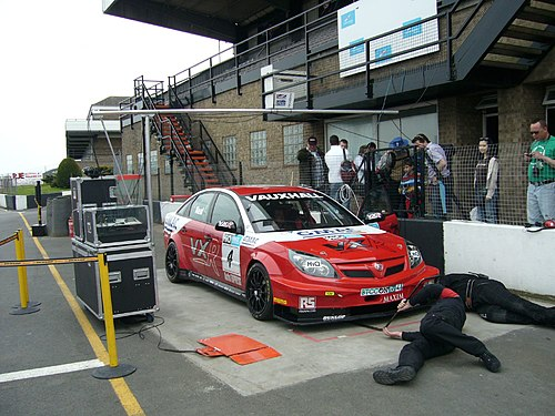 VXRacing Vectra being checked by the scrutineers BTCC DP08 Neal pit 3.jpg