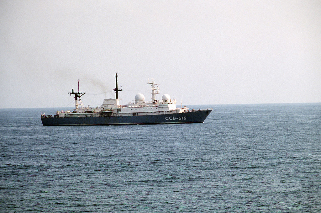 شامل اشهر واقوى سفن التجسس فى البحريات العالميه   1024px-Balzam-class_general_intelligence_collector_ship_-_Ocean_Sarafi_85_-_DN-ST-86-02553