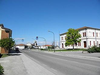 Giacciano con Baruchella - Via Oriano Scavazza and Town Hall in Baruchella.
