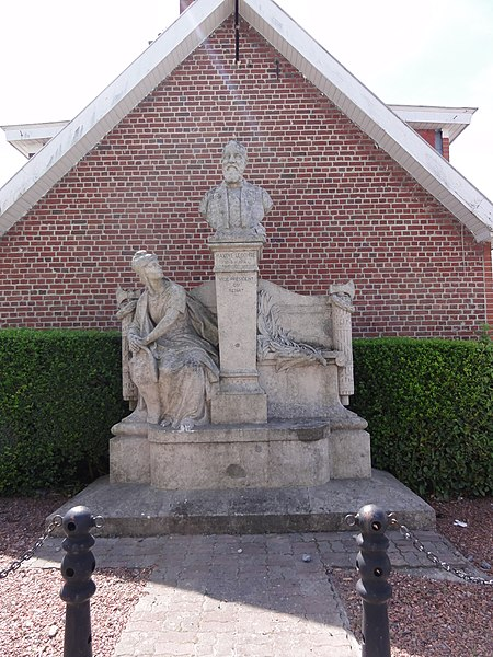 Bavay (Nord, Fr) monument Maxime Lecomte