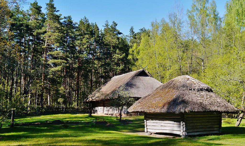 Chaumière traditionnelle de la région de Latgale en Lettonie - Photo de Zairon.
