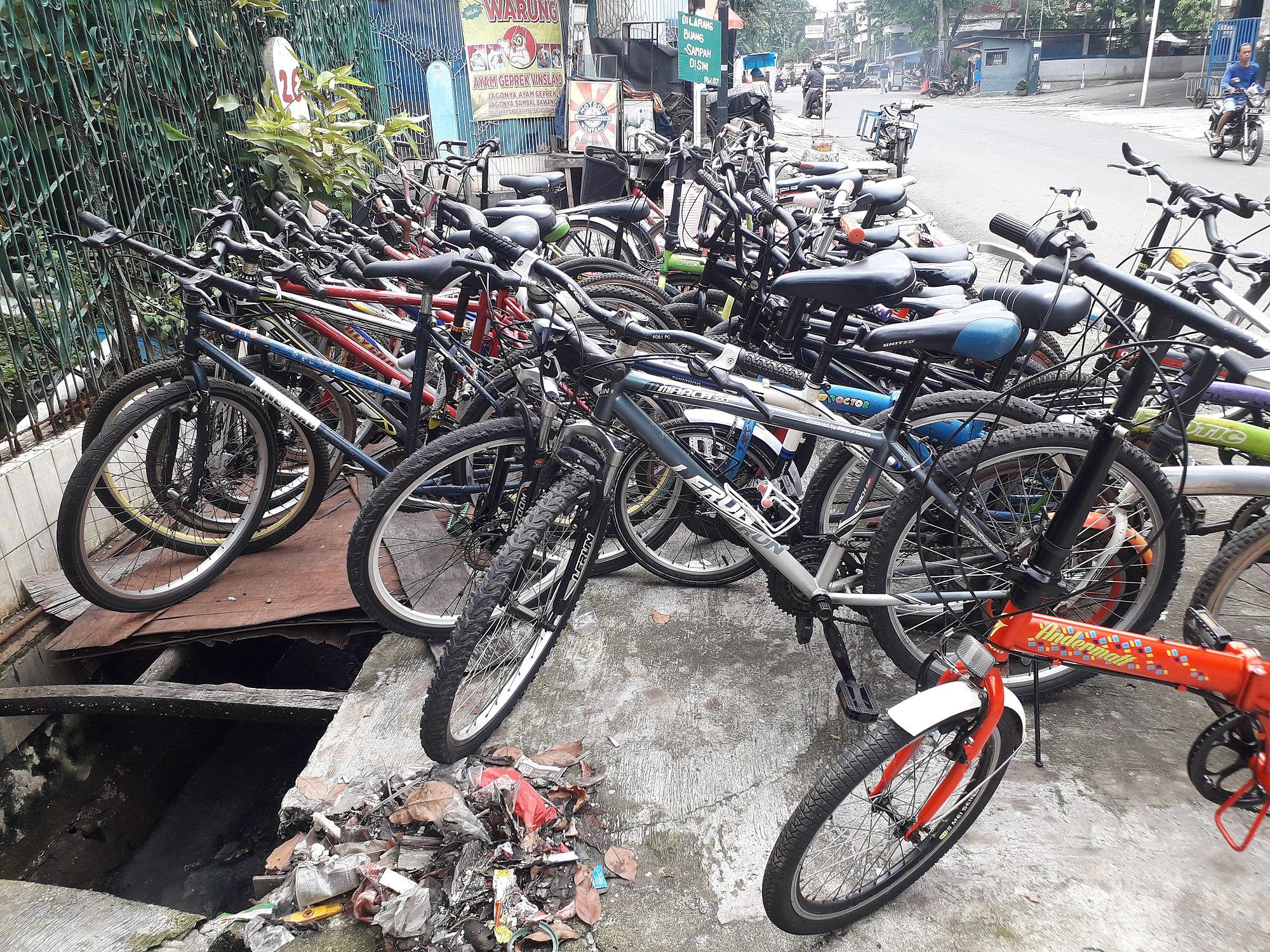 Bicycle market.jpg