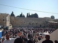 O Muro das Lamenta��es durante o Pessach, em 2004.