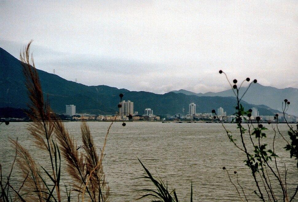 Blick von Hong Kong nach Shenzhen im März 1997
