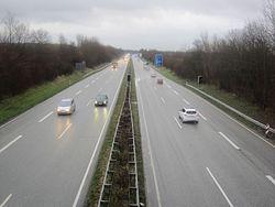 Blick von der Brücke Rotenhofer Weg auf die A 210.jpg