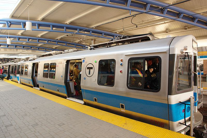 File:Blue Line 700 cars at Airport.jpg