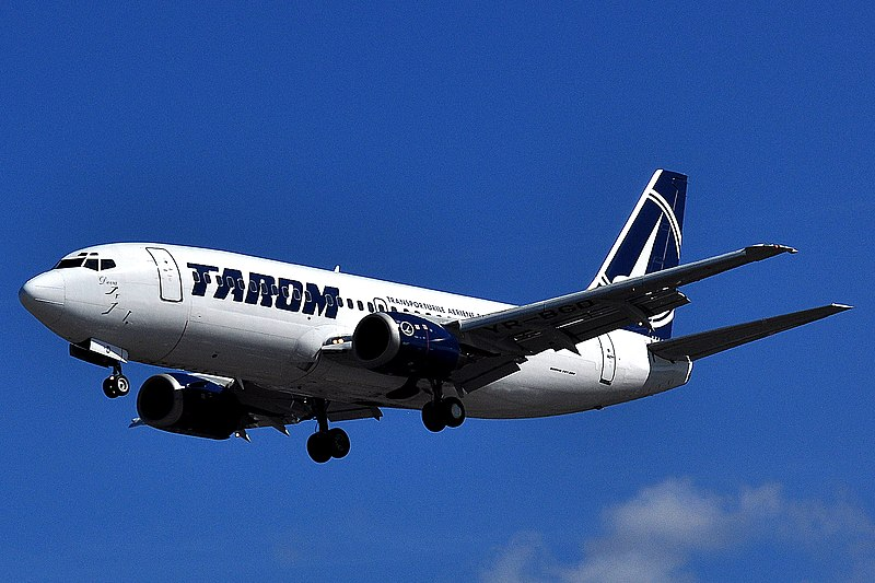 http://upload.wikimedia.org/wikipedia/commons/thumb/b/bf/Boeing_737-300_-_Tarom_(YR-BGD).JPG/800px-Boeing_737-300_-_Tarom_(YR-BGD).JPG