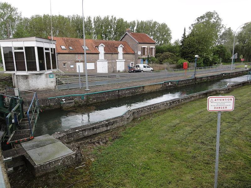 Brissy-Hamégicourt (Aisne) canal de la Sambre à l'Oise, écluse