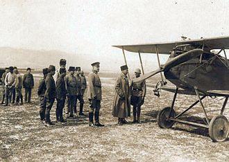 Halberstädter Flugzeugwerke - Flying Ace Hans-Joachim Buddecke next to his Halberstadt CL.IV, with General Otto Liman von Sanders, Turkey, 1917