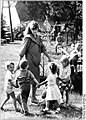 Bundesarchiv Bild 183-1986-0805-016, Lübsse, Blick in den Erntekindergarten.jpg