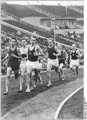 Bundesarchiv Bild 183-48084-0030, Leipzig, Turn- und Sporttreffen, 800m-Lauf