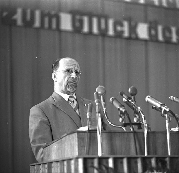 File:Bundesarchiv Bild 183-85770-0002, Berlin, Walter Ulbricht auf Wahlkundgebung.jpg