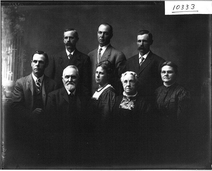File:C. L. Sanford family portrait 1910 (3190791069).jpg