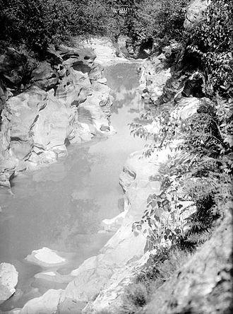 Jombang Regency - 'Kali Kedungcinet' along wood yard 'Plosso' close to 'Jombang', 1927