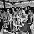 COLLECTIE TROPENMUSEUM Schoolkinderen in het angklungorkest TMnr 20000366.jpg