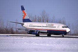 Boeing 737-200 op Ottawa Macdonald-Cartier International Airport in 2001