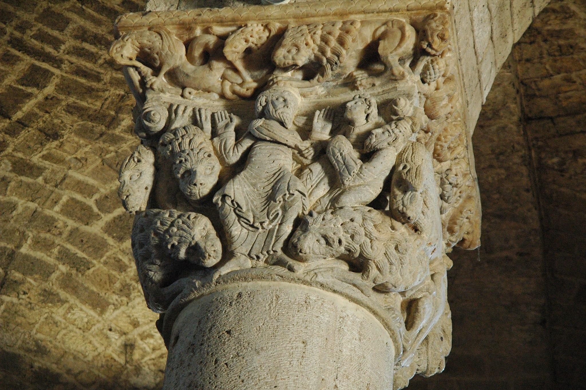 Capitello dell'Abbazia di Sant' Antimo, Montalcino (SI) - panoramio