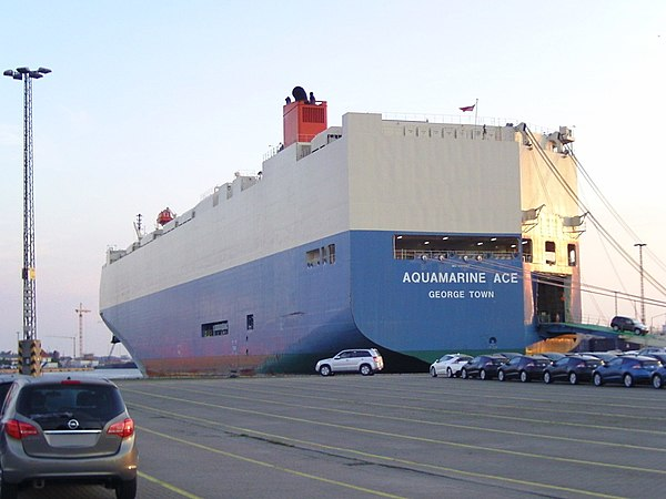 Aquamarine Ace, car carrier in the port of Bremerhaven (2010) - Mitsui O.S.K. Lines