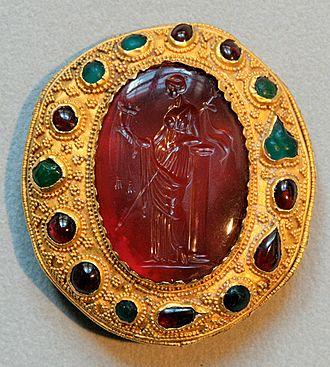 Carnelian - Carnelian intaglio  with a Ptolemaic queen, Hellenistic artwork, Cabinet des Médailles