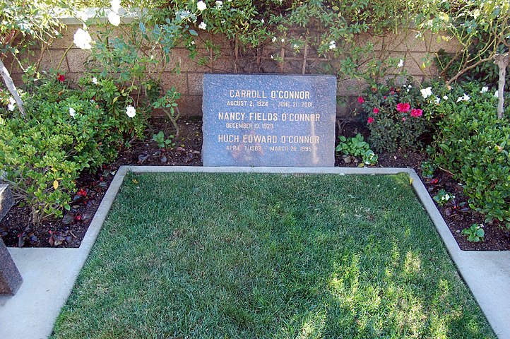 Carroll O'Connor grave at Westwood Village Memorial Park Cemetery in Brentwood, California.JPG
