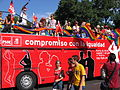 Carroza del PSOE en el desfile del dia del Orgullo Gay en Madrid (2006).jpg