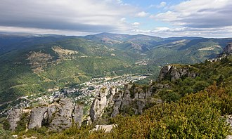 Languedoc - Typical view of the mountainous Cévennes area in the thinly-populated interior of Languedoc: plateaus (the Causses) with deep river canyons