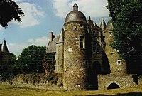 Château de l'Escoublère et son puits.jpg