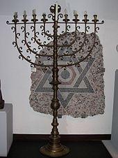 Chanukkia, Jüdisches Museum Wien (Wikimedia Commons, Lizenz (CC-BY-SA 3.0)