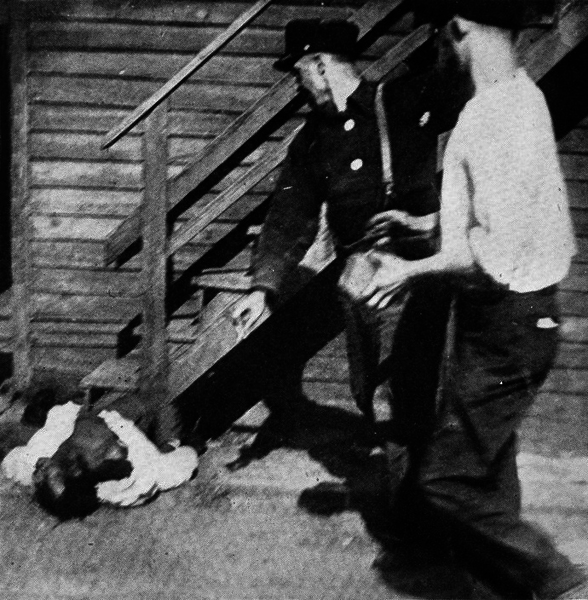 File:Chicago Race Riot 1919 stoning.png
