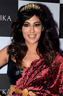 Chitrangada Singh walks the ramp for Intrika Brand launch (6) (cropped).jpg