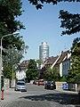 Cimbernstraße Nürnberg-Tullnau vor Business Tower.JPG