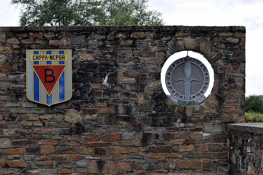 Mur d'enceinte du cimetière de la F.N.A.P.G. dans la commune de Sainte-Ode.