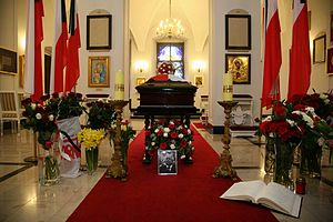 Death and state funeral of Lech and Maria Kaczyński - Coffin of Lech Kaczyński in the Presidential Palace's chapel in Warsaw