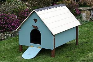 English: Traditional chicken coop