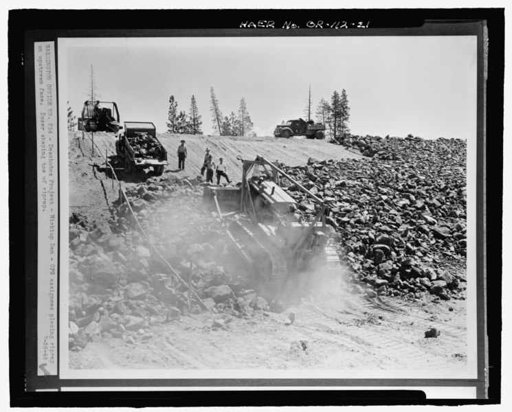 File:DESCHUTES PROJECT and-150; WICKIUP DAM and-150; CPS ASSIGNEES PLACING RIPRAP ON UPSTREAM FACE. DOZER SHAPING TOE OF RIPRAP. Photocopy of historic photographs (original photograph on HAER OR-112-21.tif