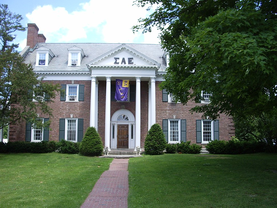Dartmouth College Campus 2007 06 23 Sigma Alpha Epsilon 01