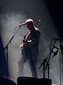 David Gilmour Rattle That Lock Tour (21050594044).jpg