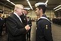 De-minister-en-de-commandant-zeestrijdkrachten-reiken-de-herinneringsmedaille-vredesoperaties-uit.jpg