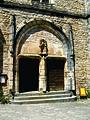 De kerk van Saint-Cirq-Lapopie (portaal), Frankrijk 2010.jpg