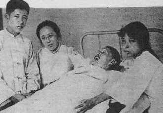 He Xiangning - He Xiangning and children mourning Liao Zhongkai's death, 1925
