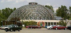 Greater Des Moines Botanical Garden - Exterior of the Des Moines Botanical Center building and dome