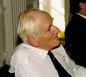 Desmond Llewelyn - Llewelyn in 1992