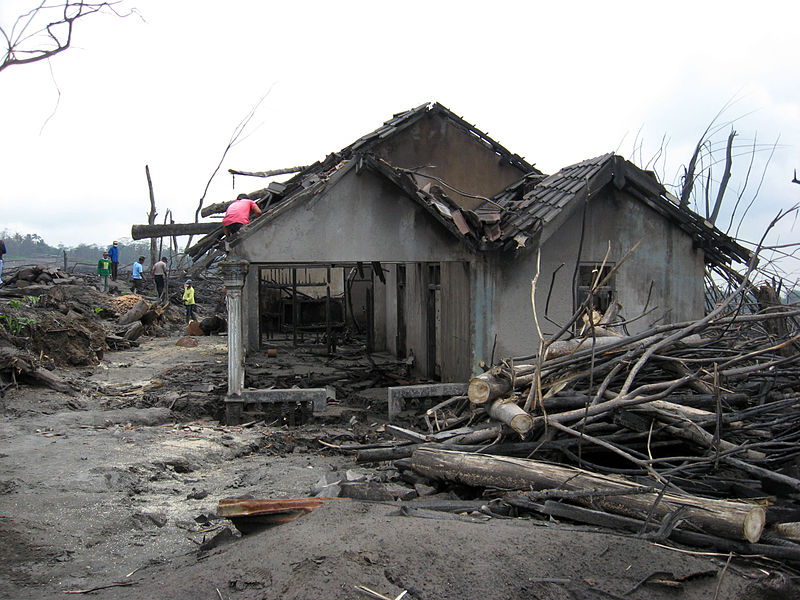 Berkas:Destroyed house in Cangkringan Village after the 2010 Eruptions of Mount Merapi.jpg