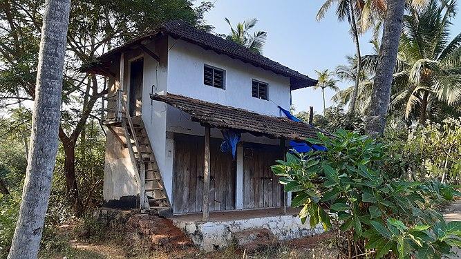 Dilapidated buildings in Kerala 6.jpg